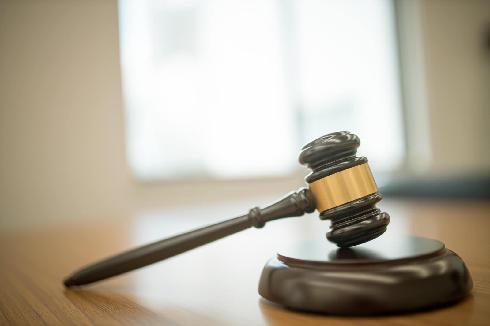 口コミや体験談から学ぶ!給料ファクタリングの裁判・弁護士・司法書士の情報